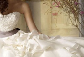 Химчистка свадебного платья со скидкой 30% - 1050 руб. в итоге.